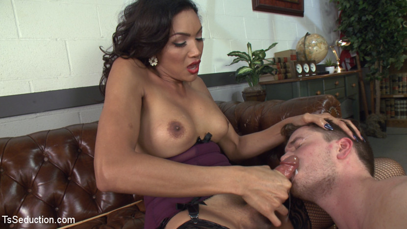 TS Yasmin Lee gets sucked