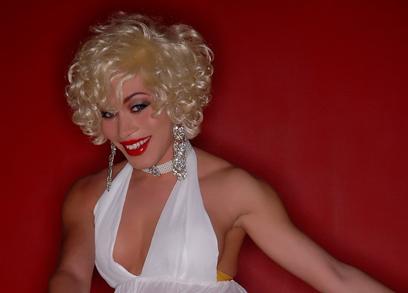 Marilyn Monroe dress up as Mia Isabella!!!